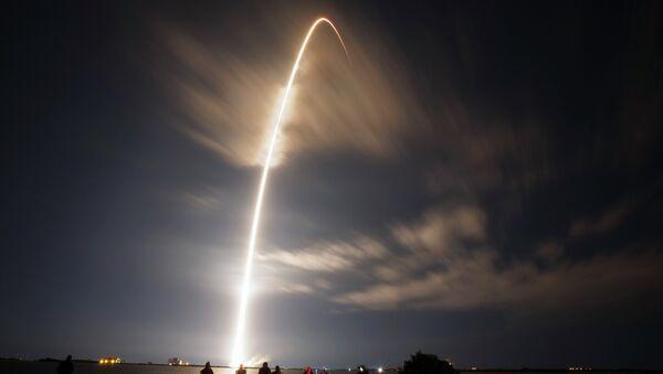 Старт ракеты Falcon 9 с грузовиком SpaceX, 10 января 2015 года