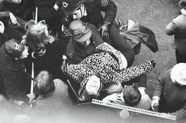 Фанаты группы The Beatles. Лондон, 1964 год