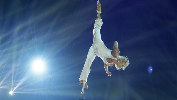 Воздушные акробаты Елена Петрикова и Елена Бараненко из России выступают на цирковом фестивале в Монте-Карло