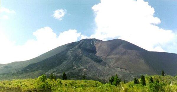 Вулкан Сопутан в Индонезии. Архивное фото