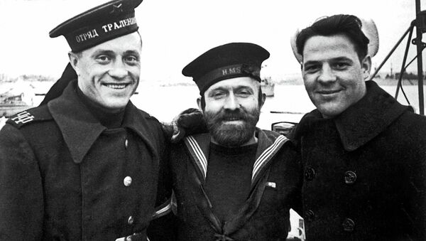 Русский, английский и американский матросы на Графской пристани в Севастополе в дни работы Ялтинской конференции. 1945