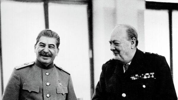 Маршал СССР Иосиф Виссарионович Сталин и премьер-министр Великобритании Уинстон Черчилль. Архивное фото