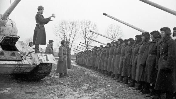 Танкисты перед боем. В окрестностях города Данцига (Гданьск), Польша. Великая Отечественная война 1941-1945 годов.