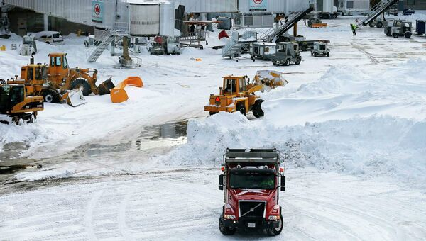 Снегоуборочная техника в аэропорту Бостона
