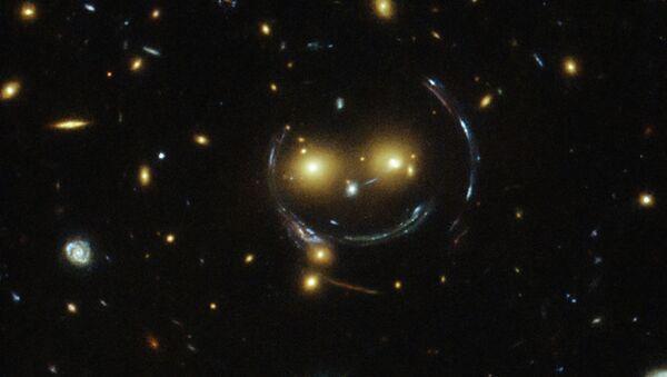 Фотография космического смайлика, полученная телескопом Хаббл