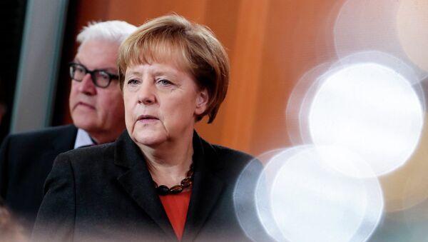 Министр иностранных дел Германии Франк-Вальтер Штайнмайер  и канцлер Германии Ангела Меркель. Архивное фото