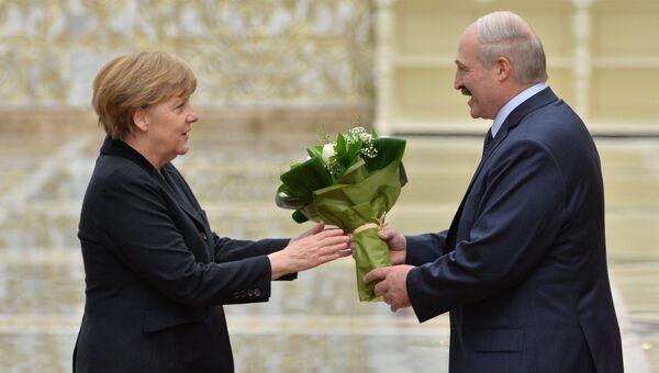 Канцлер Германии Ангела Меркель и президент Белоруссии Александр Лукашенко во Дворце независимости в Минске