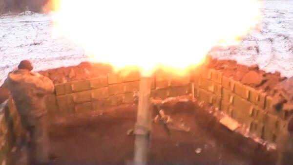 БМП-2 и выстрелы из миномета на позициях ополченцев ЛНР. Кадры  боя