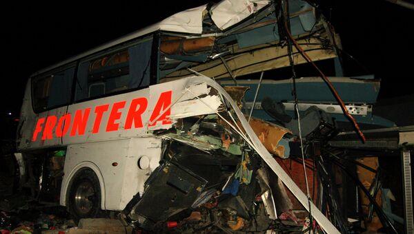 Столкновение поезда с автобусом в городе Анауак в Мексике, 14 февраля 2015