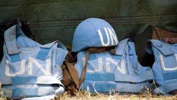 Шлем и бронежилеты миротворцев ООН. Архив