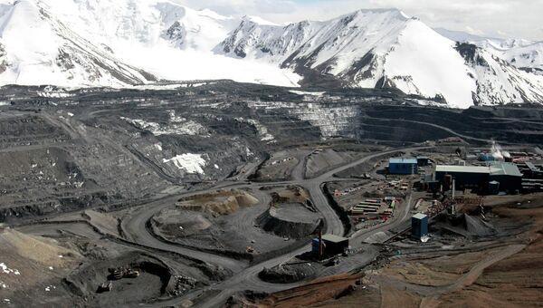 Золотоносный рудник Кумтор в Киргизии. Архивное фото