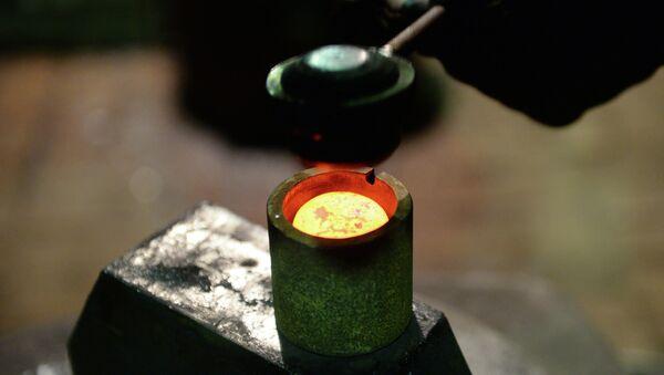 Изготовление монет. Архивное фото