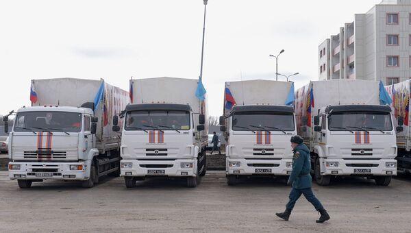 Грузовые автомобили российского гуманитарного конвоя, архивное фото