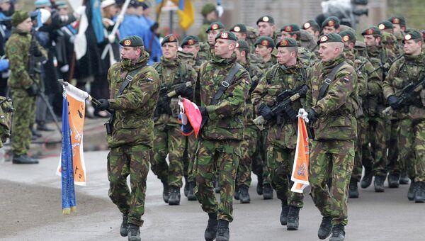 Солдаты НАТО на параде в Нарве