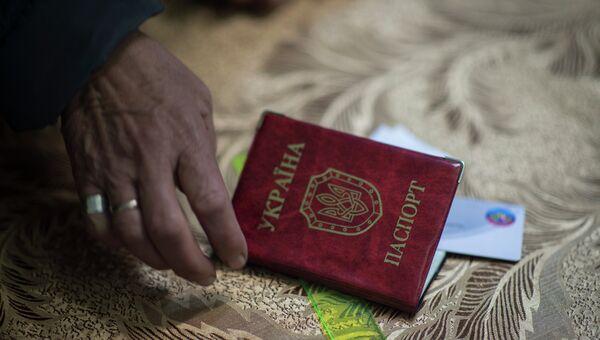 Жители Луганска голосуют на выборах главы Луганской Народной Республики. Архивное фото