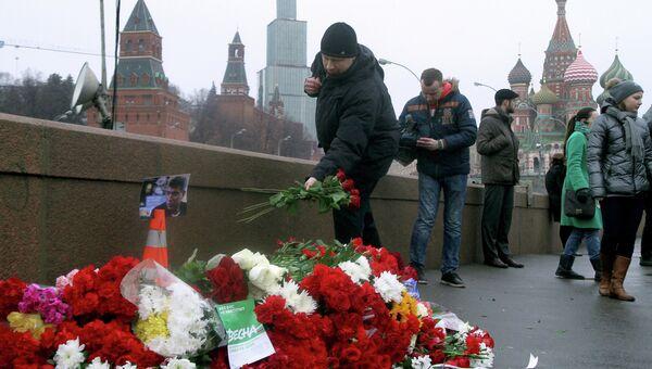 На месте убийства Бориса Немцова в Москве. Архивное фото