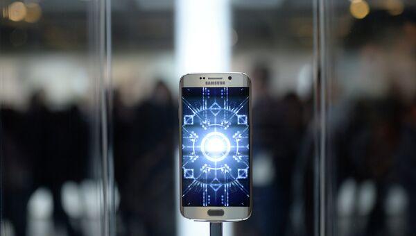 Смартфон Galaxy S6. Архивное фото