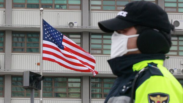 Полиция возле посольства США в Сеуле, Южная Корея