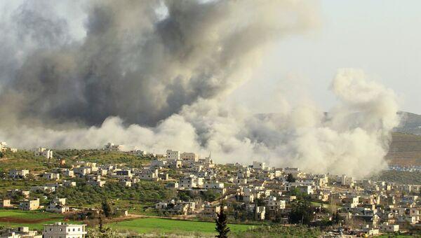 Дым от авиаудара международной коалиции по боевикам ИГ в Сирии