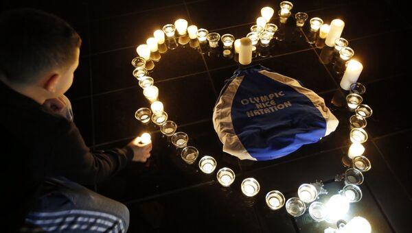 Свечи в память о погибшей в результате столкновения двух вертолетов олимпийской чемпионки Камиль Мюффа в Ницце, Франция