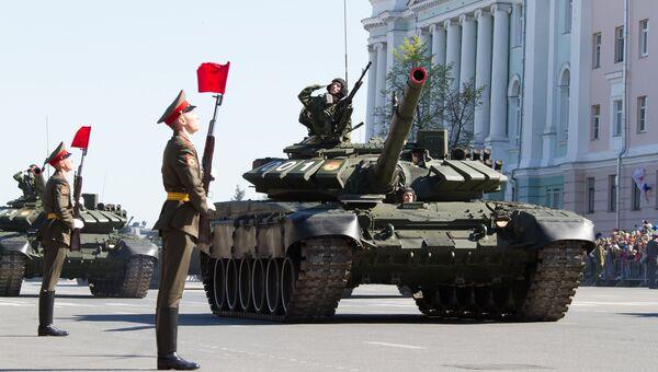Танки Т-72Б3 на военном параде. Архивное фото