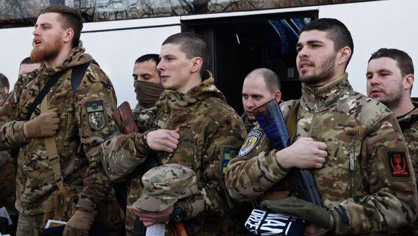 Украинские силовики перед отправкой на юго-восток Украины. Архивное фото