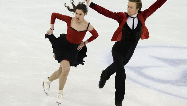 Елена Ильиных и Руслан Жиганшин (Россия) выступают в короткой программе танцев на льду на чемпионате мира по фигурному катанию в Шанхае.