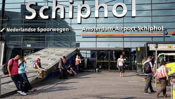 Главный вход в Амстердамский аэропорт Схипхол. Архивное фото