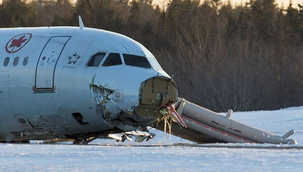 Самолет авиакомпании Air Canada выехал за пределы взлетно-посадочной полосы в международном аэропорту канадского города Галифакс