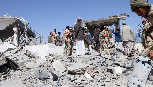 Последствия авиаударов по аэропорту Йемена 30 марта 2015