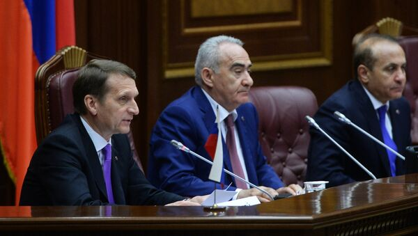Председатель Национального собрания Республики Армения Галуст Саакян ( центре). Архивное фото