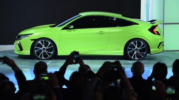 Демонстрация Honda Civic Concept на международном автосалоне в Нью-Йорке. Архивное фото