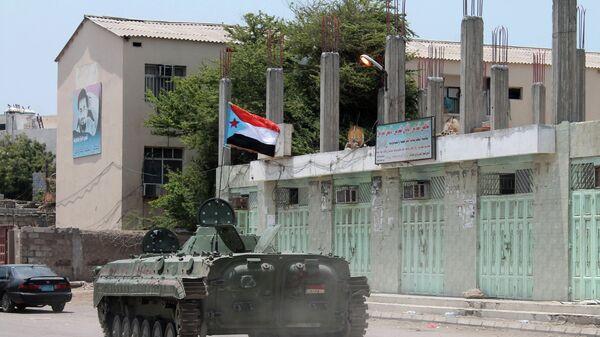 Танк с шиитскими повстанцами. Архивное фото
