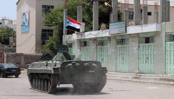 Танк с шиитскими повстанцами в городе Аден