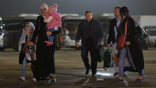 Эвакуированные из Йемена в подмосковном аэропорту Чкаловский