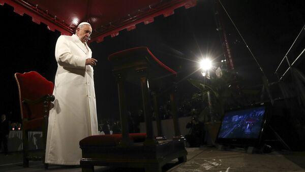 Папа Франциск возглавил церемонию Крестного пути у Колизея в Страстную Пятницу