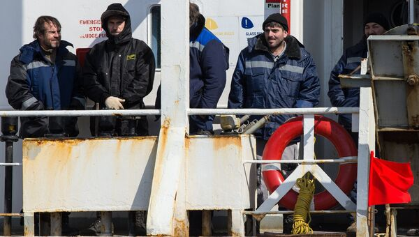 Моряки, спасенные с затонувшего траулера Дальний Восток