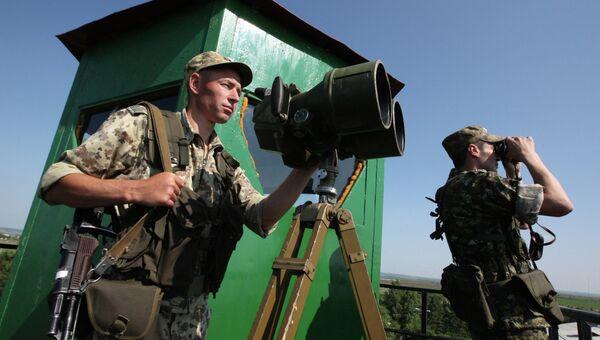 Российские пограничники на наблюдательной вышке. Архивное фото