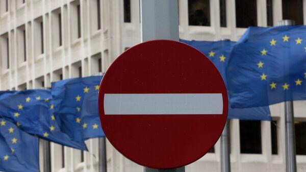 Флаги Евросоюза возле штаб-квартиры Еврокомиссии в Брюсселе, Бельгия.Архивное фото