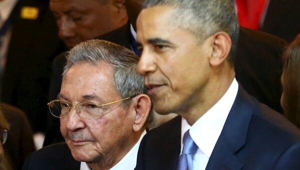 Кубинский и американский лидеры на Саммите Америк в Панаме