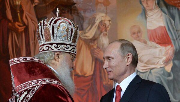 Президент РФ В.Путин и премьер-министр РФ Д.Медведев на пасхальном богослужении в храме Христа Спасителя