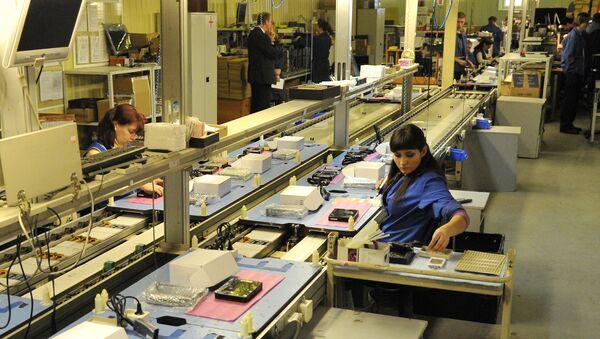 Работницы завода компании Современные компьютерные технологии в Зеленограде. Архивное фото