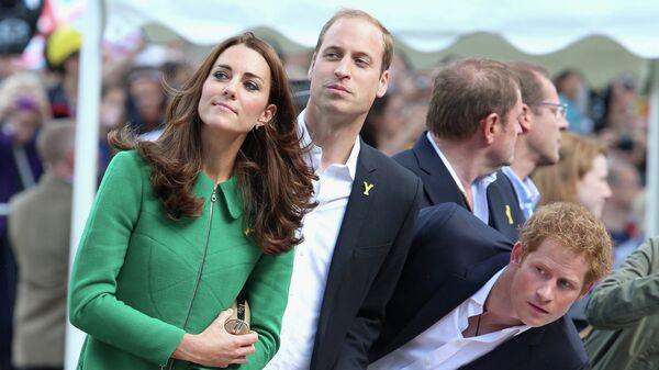 Принц Уильям, герцогиня Кэтрин и принц Гарри на велогонке Тур де Франс