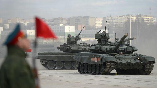Танк Т-90А на полигоне в Алабино во время совместной тренировки пеших и механизированных колонн к Параду Победы. Архивное фото