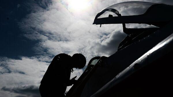 Истребитель МиГ-29 пилотажной группы Стрижи во время подготовки к военному параду в честь 70-й годовщины Победы