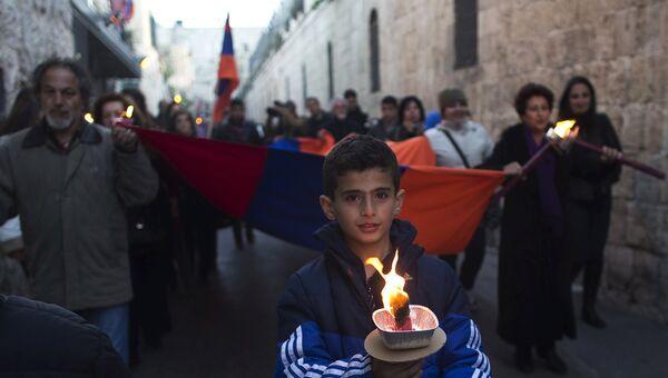 Члены армянской общины во время марша в память о жертвах геноцида армян, Иерусалим