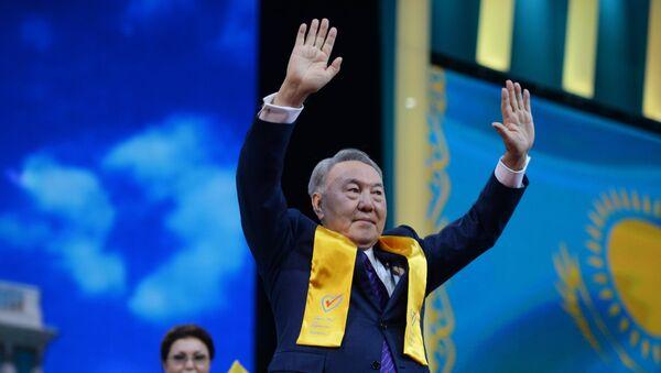 Нурсултан Назарбаев на праздничном концерте в Астане в честь его победы на президентских выборах Архивное фото