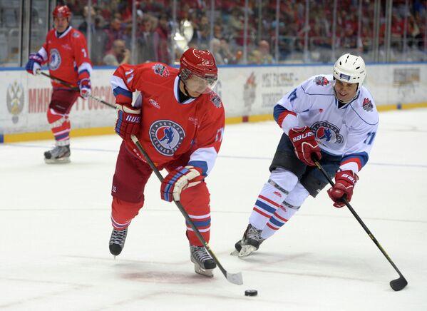 Владимир Путин принял участие в гала-матче Всероссийского фестиваля по хоккею среди любительских команд