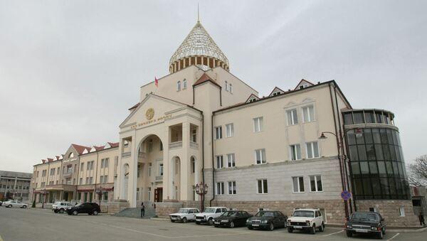 Здание парламента Нагорно-Карабахской Республики, расположенное в центре Степанакерта