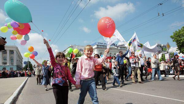 Участники первомайского шествия в Симферополе